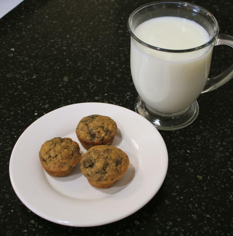 Cinnamon Milk with Tea and Banana Tea Cakes Mini muffins
